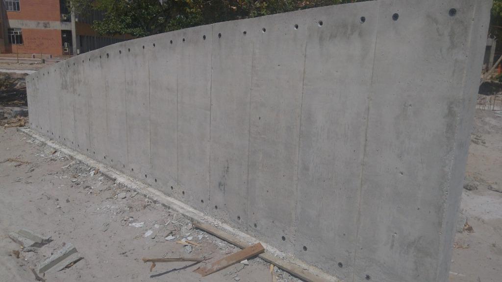 Detalhe de estrutura de concreto após retirada de fôrmas.